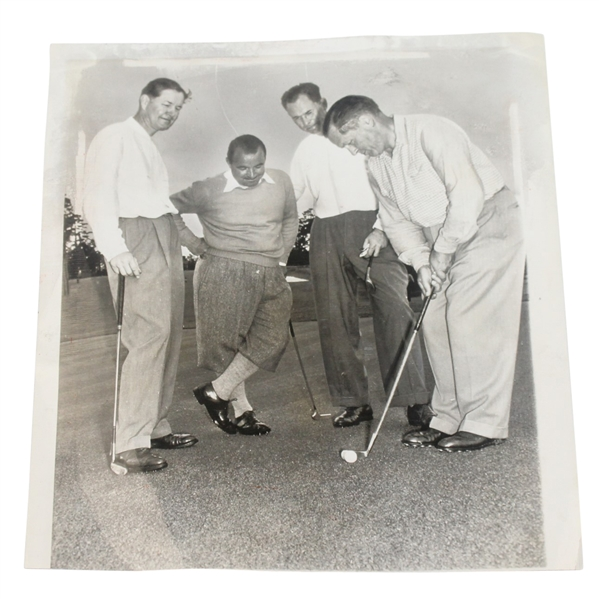 1947 Wire Photo of Bobby Jones Putting with Onlookers Nelson, Sarazen, & Vines - April 4th