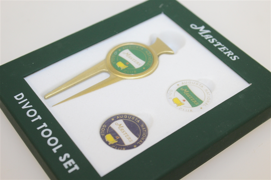 Masters Divot Tool Set w/ Magnetic Ball Marker In Three Color Options (Green, White, Blue)