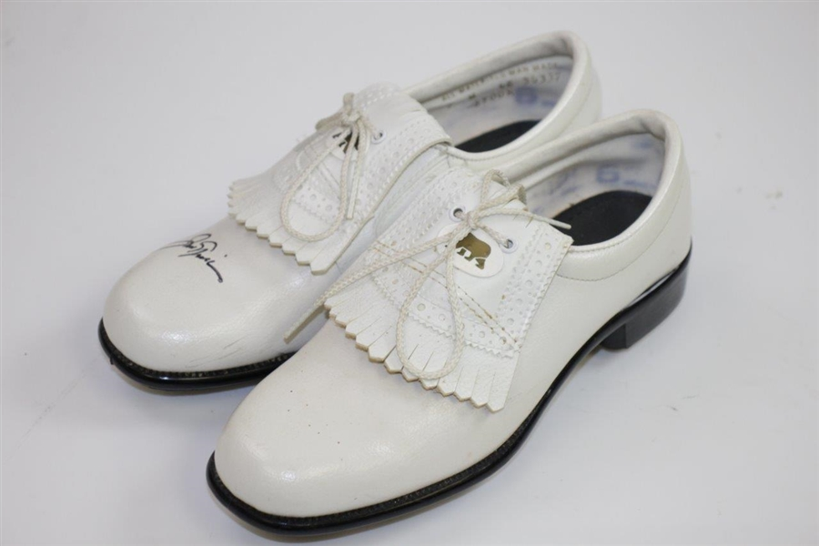 Jack Nicklaus Signed Cream Colored Golden Bear Golf Cleats JSA ALOA